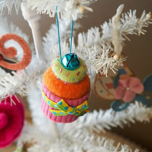 diy-felt-christmas-tree-ornaments-37-500x500