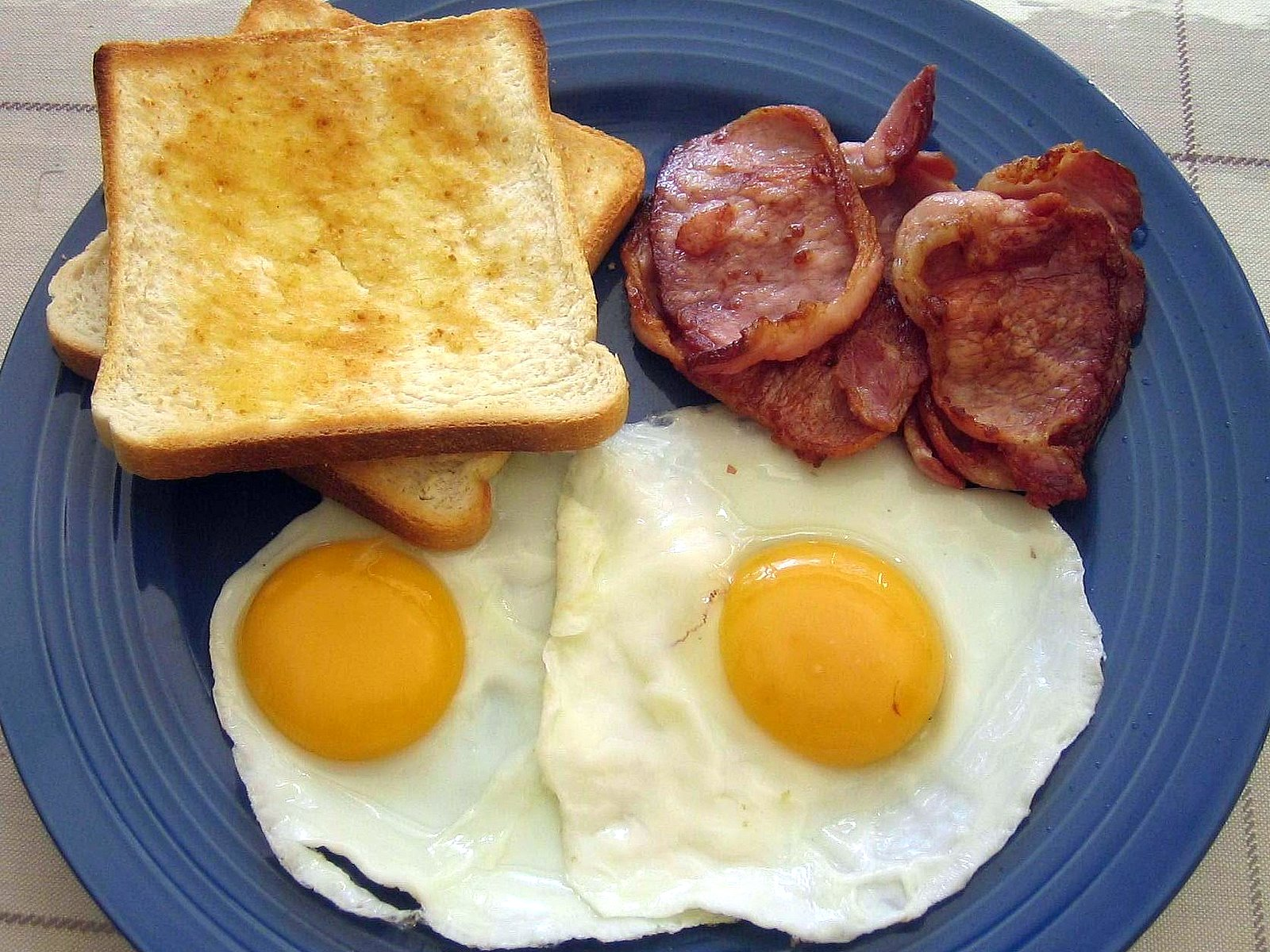 https://goodliving.vn/wp-content/uploads/2013/10/bacon-and-eggs.jpg